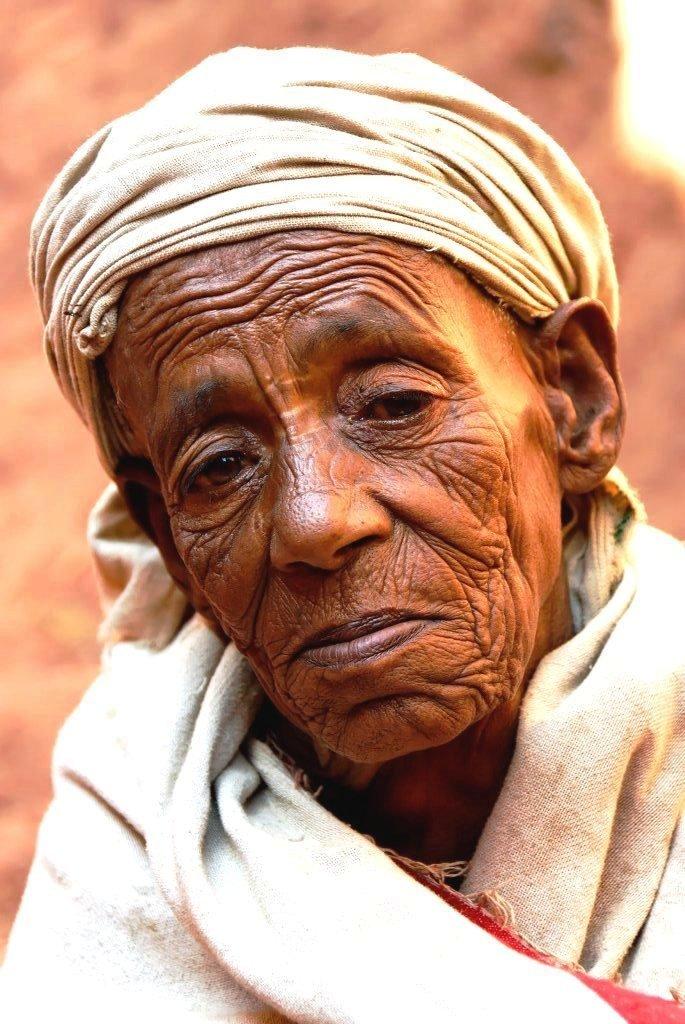 Lalibela-vieille-femme-du-wollo-2.jpg